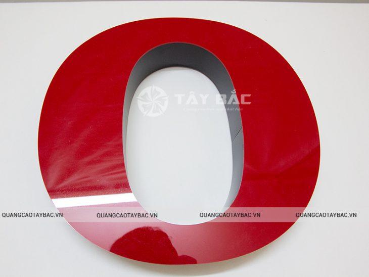Mẫu chữ: mặt mica viền aluminium hậu fomex